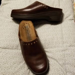 Mephisto brown leather clogs 40